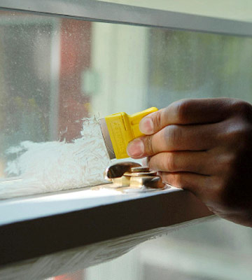 how to get paint off plastic windows