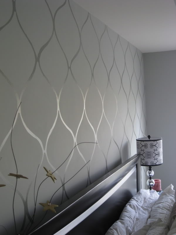 Use Gloss and Matte to Create Neat Wall Patterns Painted